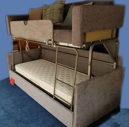 Diese Hochbett kann man in eine Couch verwandeln